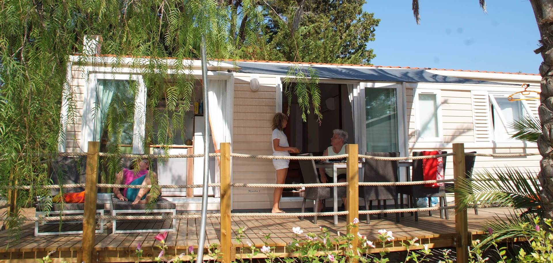 location mobil home prestige dans un camping 5 toiles dans le var. Black Bedroom Furniture Sets. Home Design Ideas